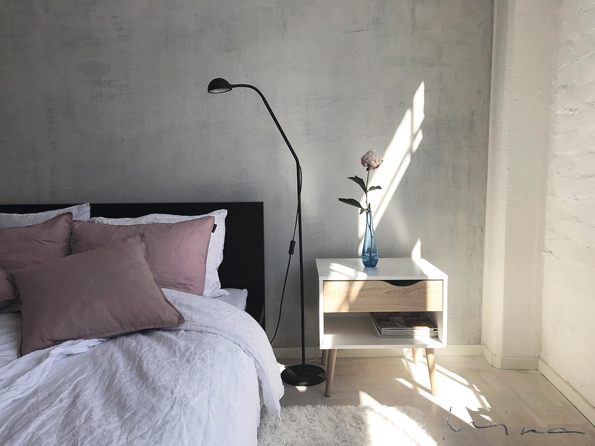Uusi yöpöytä